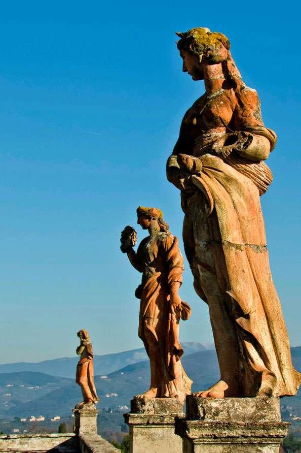 Villa_Corsini_(Impruneta)_-_Statue_in_terracotta
